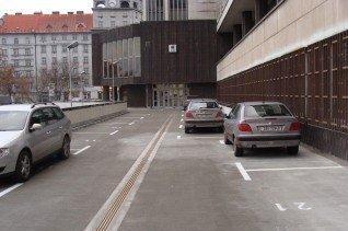 Rekonstrukce terasy pobočky banky KB Plzeň - Goethova